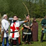 中世のロングボウとクロスボウ どちらが強いか。なぜロングボウが活躍できたのか?